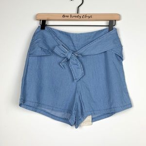 Mimi Chica | Blue Tie Front Shorts Size Small